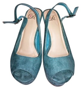 Dollhouse Turquoise Platforms