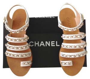 Chanel Cc Cc Logo Logo Chain Gladiator Flat Flats Metallic Metallic Hardware Metal Exclusive Luxury White Sandals