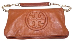 Tory Burch Wallet Goldtone Chain Oversized Logo Detachable Chain Zip Closure Tan Clutch