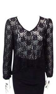 Me Basically Cropped Lace Longsleeve Top Black
