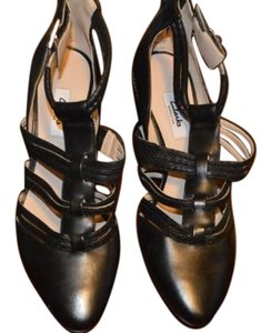 Clarks Edgy Leather Black Pumps