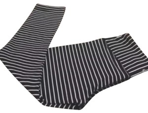 Lululemon EUC LULULEMON WUNDER UNDER CROP PARALLEL STRIPE BLACK AND WHITE SIZE 2