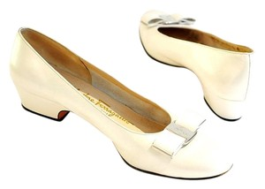Salvatore Ferragamo cream Pumps