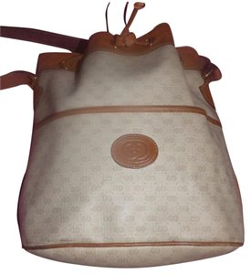 Gucci Exterior Pocket Body Excellent Vintage Drawstring Top Gold Hardware Satchel in camel leather/camel small G logo print on ivory coated canvas