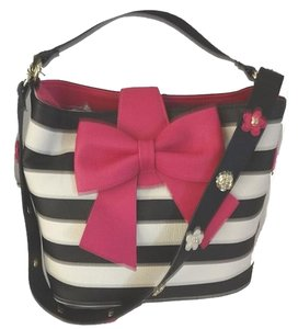 Betsey Johnson Bucket Cross Body Satchel in bone/black stripe/fuchsia bow