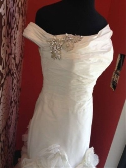 Enzoani Ivory Silk Emerald Modern Wedding Dress Size 8 (M)