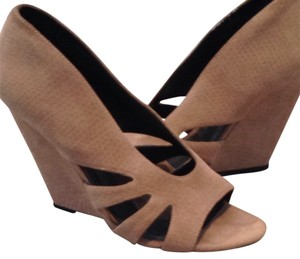 Elizabeth and James Suede Leather Nude Pump Heel Blush Wedges