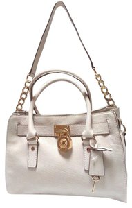 MICHAEL Michael Kors Soft Leather Luxe Hardware Chain Detailing Femme Signature Lock Satchel in Luggage