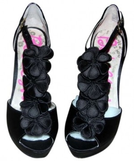 Preload https://img-static.tradesy.com/item/183743/betsey-johnson-black-stiletto-sandals-size-us-7-0-0-540-540.jpg