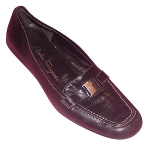 Salvatore Ferragamo Comfy Classic Dressy Or Casual Loafer Style Chrome Vara Accent Great Everyday black leather Flats