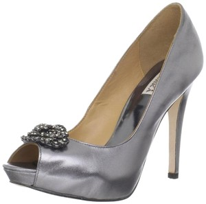 Badgley Mischka Embellished Like New Pewter Metallic Pumps