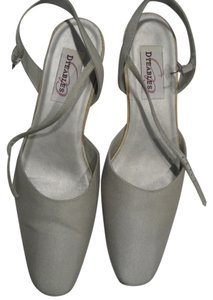 Dyeables grey Pumps