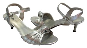 Fioni Size 8.00 M Good Condition Silver Sandals