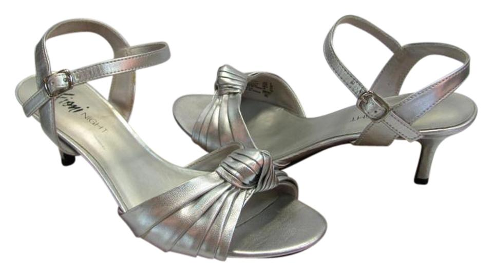 4ce8adee1 Fioni Silver M Good Condition Sandals Size US 8 Regular (M