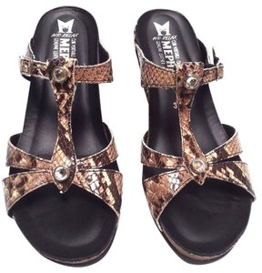 Mephisto Snake Crinkle Studs Patent Leathe Cork And Latex Sandals Brown/base Wedges