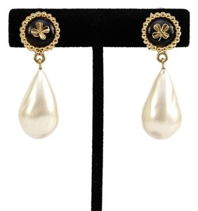 Chanel Chanel Vintage Gold Faux Pearl Clip On Drop Earring Black Resin Clover