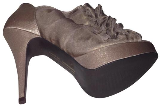 Preload https://item1.tradesy.com/images/chinese-laundry-bronze-champagne-haylie-platforms-size-us-95-regular-m-b-183980-0-0.jpg?width=440&height=440