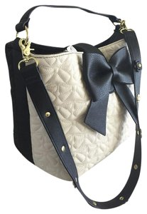Betsey Johnson Bucket Cross Body Black. Bone Satchel in bone/black/black bow