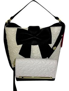 Betsey Johnson Bucket Cross Body Black. Bone Quilted Bows Matching Wallet Satchel in bone/black/black bow