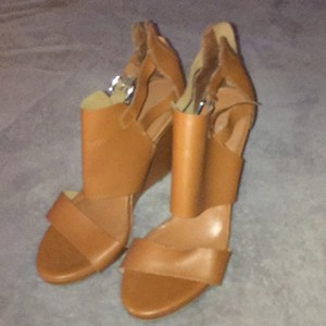 Express Lite brown Wedges