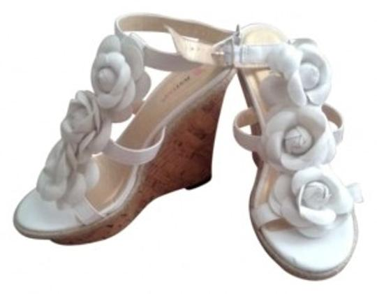 Preload https://item2.tradesy.com/images/justfab-white-rose-wedges-size-us-8-184061-0-0.jpg?width=440&height=440