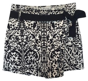 White House | Black Market Skort Black White