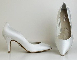 Angela Nuran Diamond/Silk White Dyeable Elegance- Customized For Claire Pumps Size US 7.5