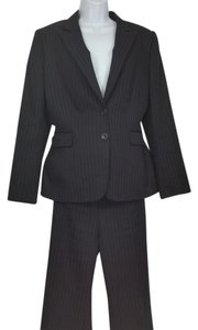 Tahari Flat Front Black Pinstripe Pantsuit in Excellent Condition
