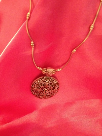 PENNY'S FASHION JEWELRY NEW EGYPTIAN STYLE STERLING SILVER FILLED ELEGANT NECKLACE, GOES FROM 16-18