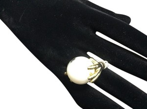 Other Rolling White Agate Two Hands Gold E.Coated Ring