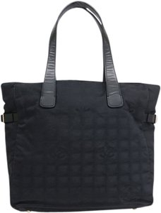 Chanel Mm New Travel Line Tote in Black