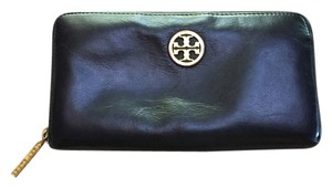 Tory Burch Robinson Continental Wallet- Black