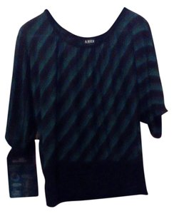 A. Byer Flowy Comfortable Top Green and black
