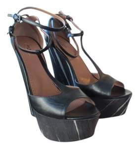 ALAÏA Made In Italy Black Wedges