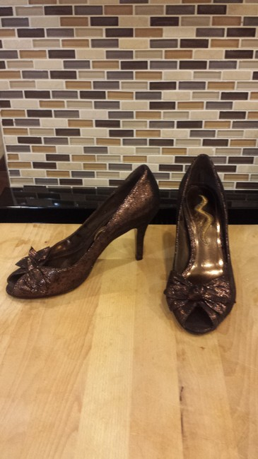 Item - Brown-beige Elegant Bow-tie Heels Pumps Size US 7.5 Regular (M, B)
