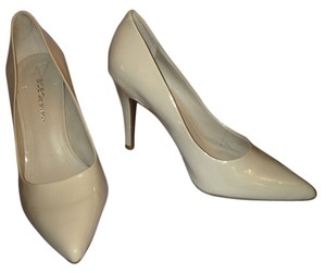 BCBGMAXAZRIA tan patent leather Pumps