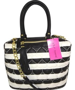 Betsey Johnson Cross Body Satchel in black/bone