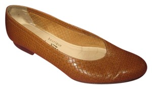 Salvatore Ferragamo Comfy Classic Dressy Or Casual Ballet Almond Toes Excellent Vintage brown woven leather Flats