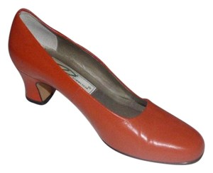 Ros Hommerson Comfy Classic Dressy Or Casual Almond Shaped Toes Excellent Vintage Kitten Heels coral orange leather Pumps