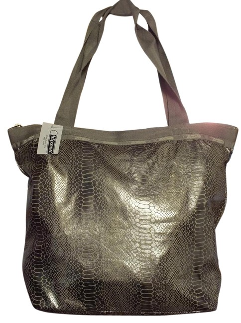 Item - Hailey Magnetic Silver Nylon Tote