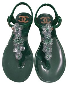 Chanel Camellia Pearl Chain Thong green Sandals
