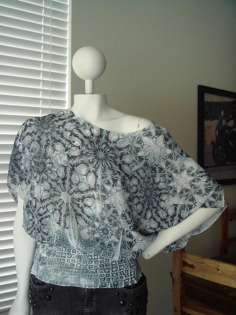 Other Geometric Print Print Kimono Sleeves Grey Faded Print Geometric Print Top white black Image 2