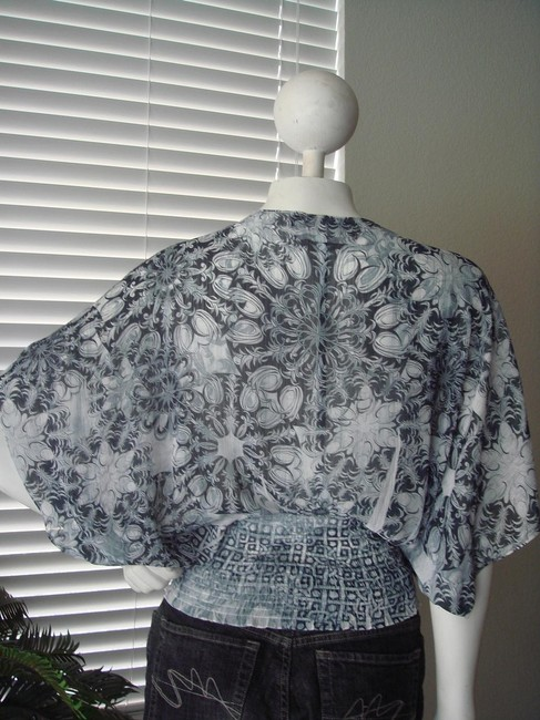 Other Geometric Print Print Kimono Sleeves Grey Faded Print Geometric Print Top white black Image 3
