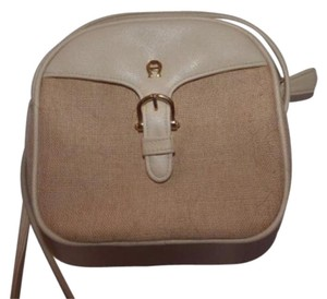 Etienne Aigner Gold Hardware High-end Bohemian Exterior Pockets Mint Vintage Cross Body Bag