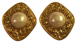 Chanel Chanel Vintage Clip On Earrings