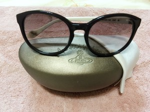 Vivienne Westwood Vivienne westwood black and white sunglasses