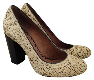 Juicy Couture Round Toe Hair Animal Print Beige / Natural Pumps