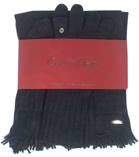 Preload https://item1.tradesy.com/images/calvin-klein-calvin-klein-3-piece-hat-scarf-and-tech-glove-set-new-gray-1850080-0-0.jpg?width=440&height=440