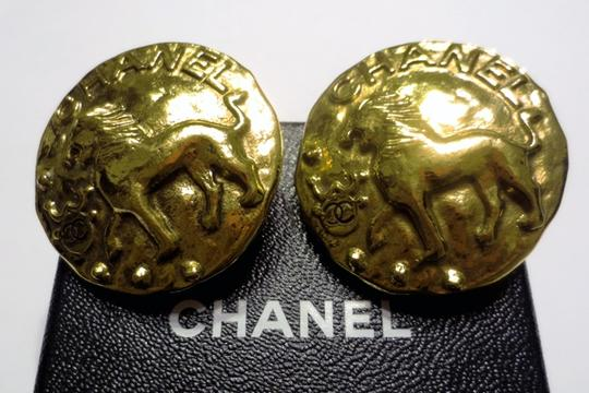 Chanel Chanel 1986 Vintage Gold Plate Leo Lion Medallion Large Clip Earrings Image 1