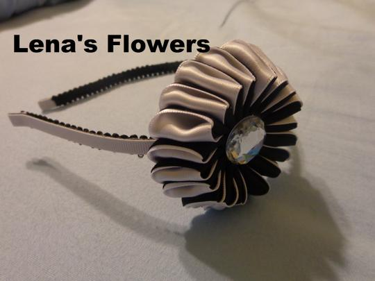 Other Black and White Flower on metal headband Goes great with everyday outfits
